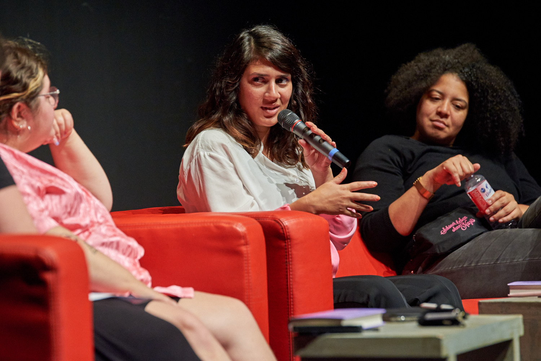 Fatma Aydemir im Gespräch mit Moderation Noa Winter